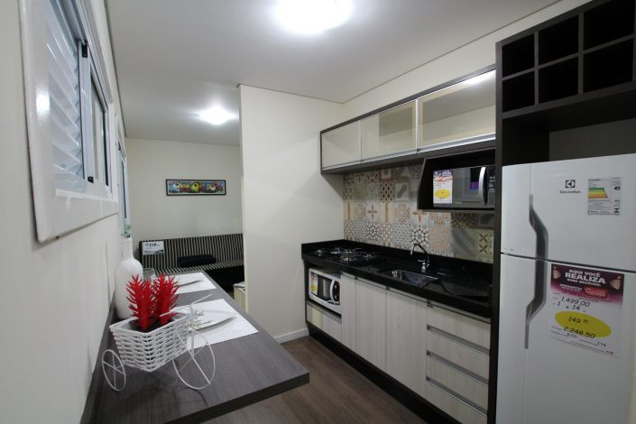 Cozinha e sala da casa container