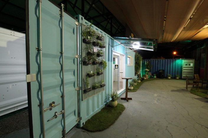 Casa container com jardim vertical