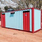 Banheiro feito com containers