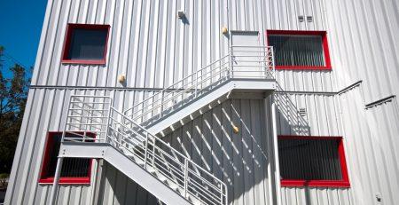 Você precisa conhecer todas as vantagens do container escritório